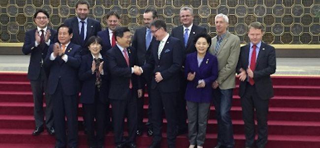 """Reise in die digitale Welt Südkoreas und Japans"""